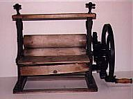 A mangle - a device for to hacking, cutting and lacerating laundry